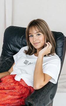 Shirt Lotte - Basic T-shirt with a round neckline